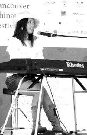 Jocelyn Teng performing